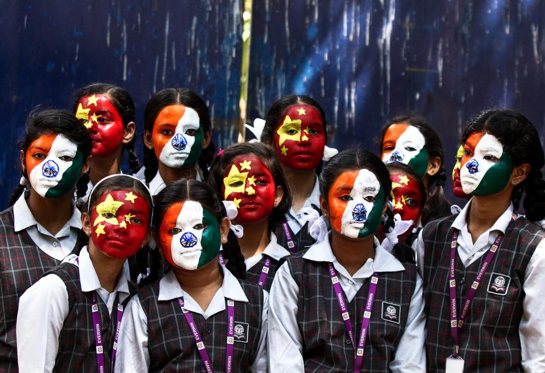 2019年10月10日,印度欽奈一所學校的學生臉上塗上中國與印度的國旗圖案,歡迎習近平到訪印度。