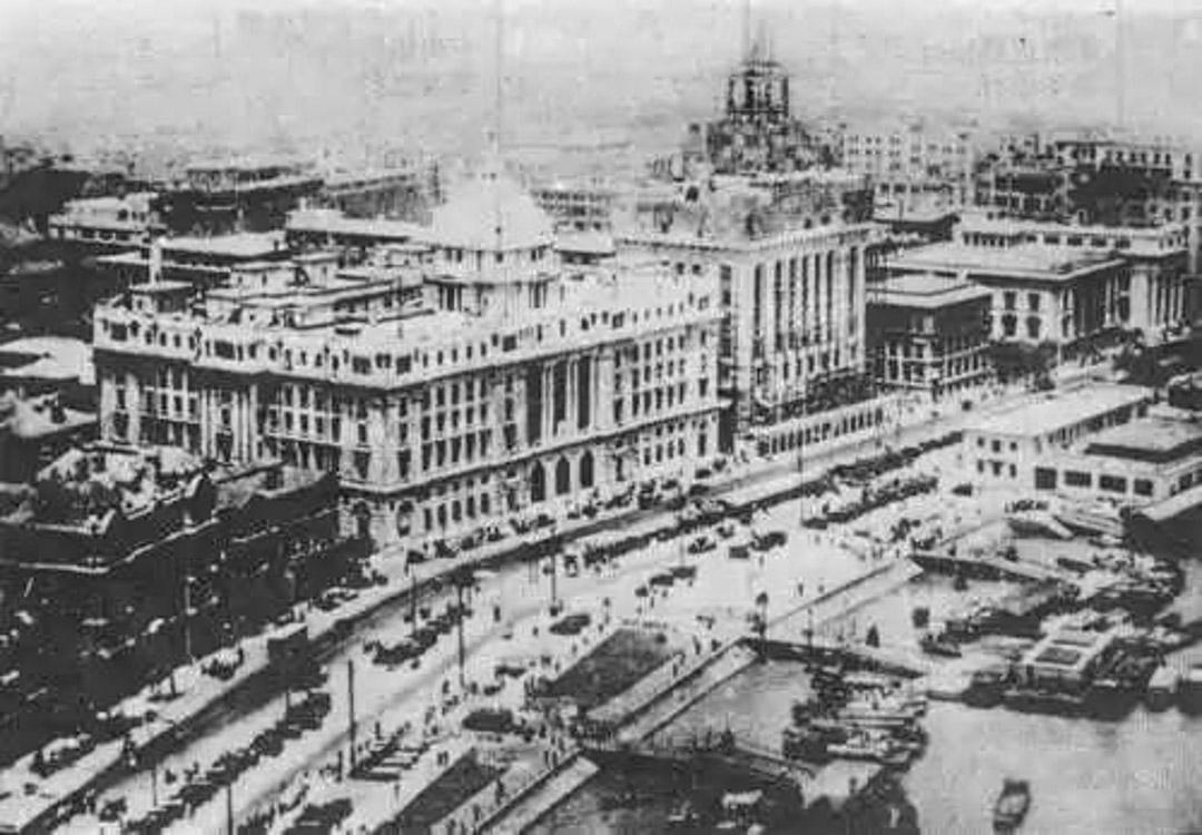 1923年,香港上海滙豐銀行在上海外灘落成。