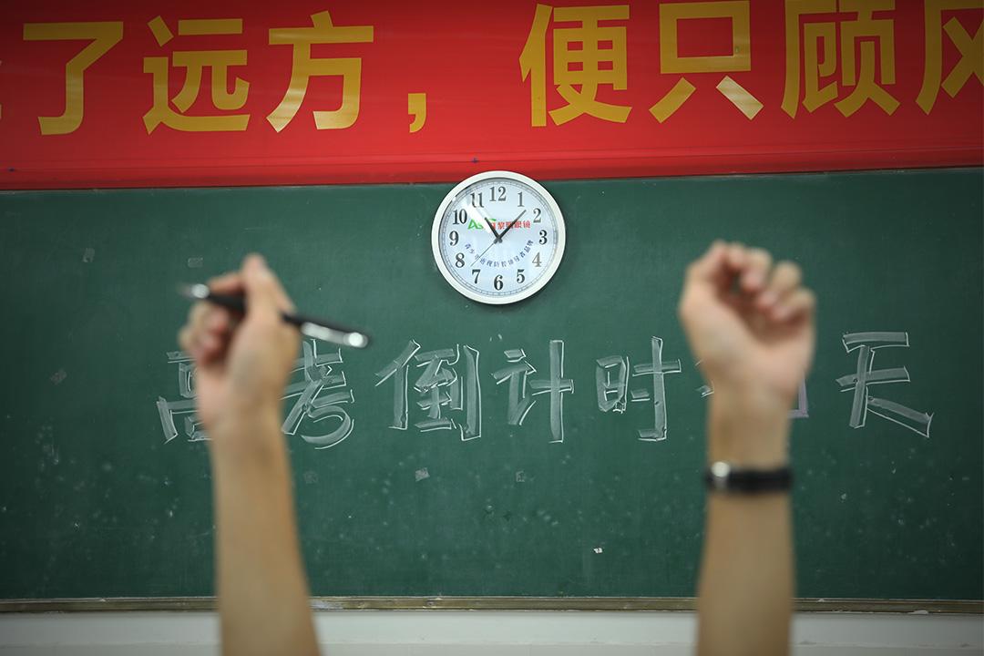 2018年5月29日阜陽,一所中學的高三學生在教室裡温習,預備將舉行的全國高考。 圖:Visual China Group via Getty Images