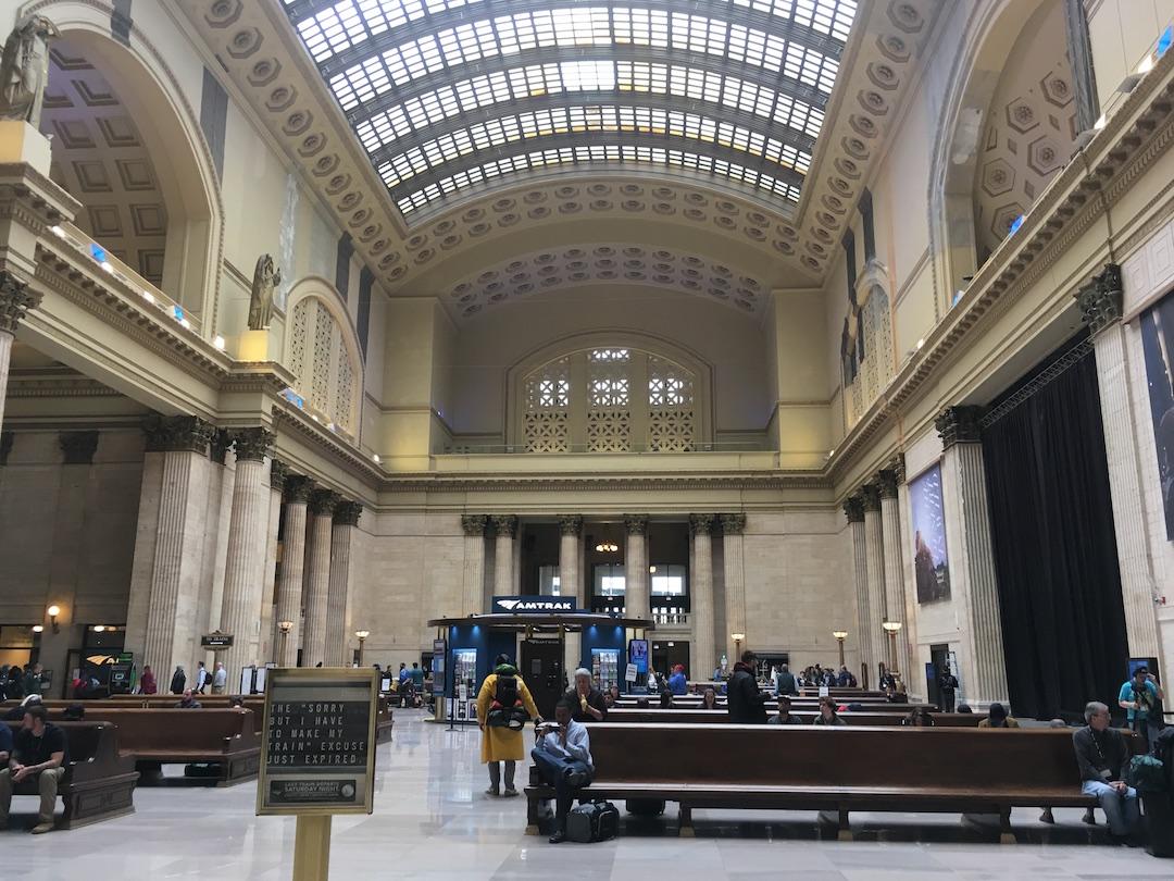 Train Jam 出发前在芝加哥火车站。