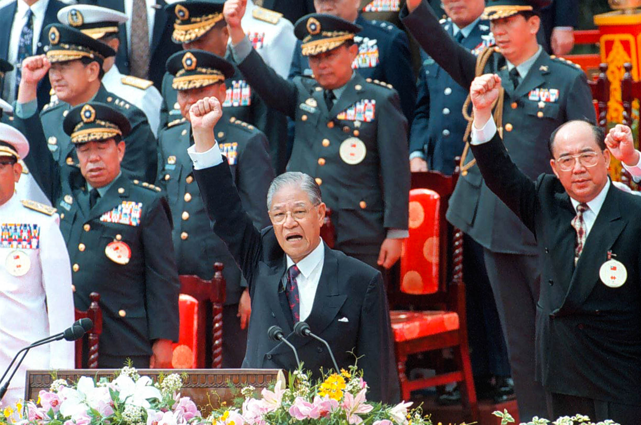 1995年10月10日,台灣總統李登輝在台北總統府外舉行的第十屆雙十慶典上。 攝:C.Y.YU/South China Morning Post via Getty Images