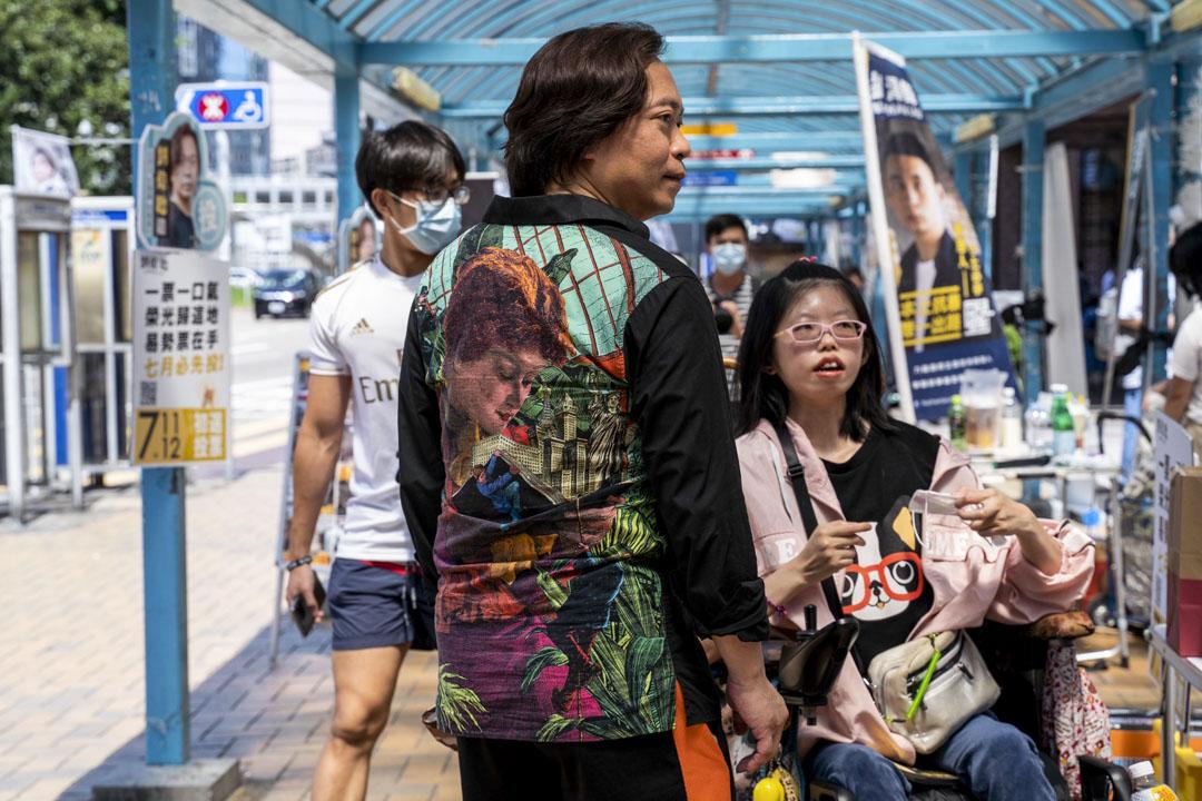 2020年7月11日,劉偉聰在美孚地鐵站外拉票。