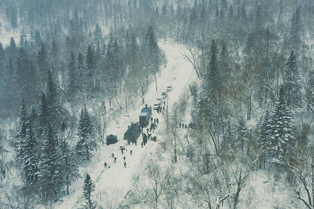 張藝謀首次拍的諜戰片《懸崖之上》劇照。
