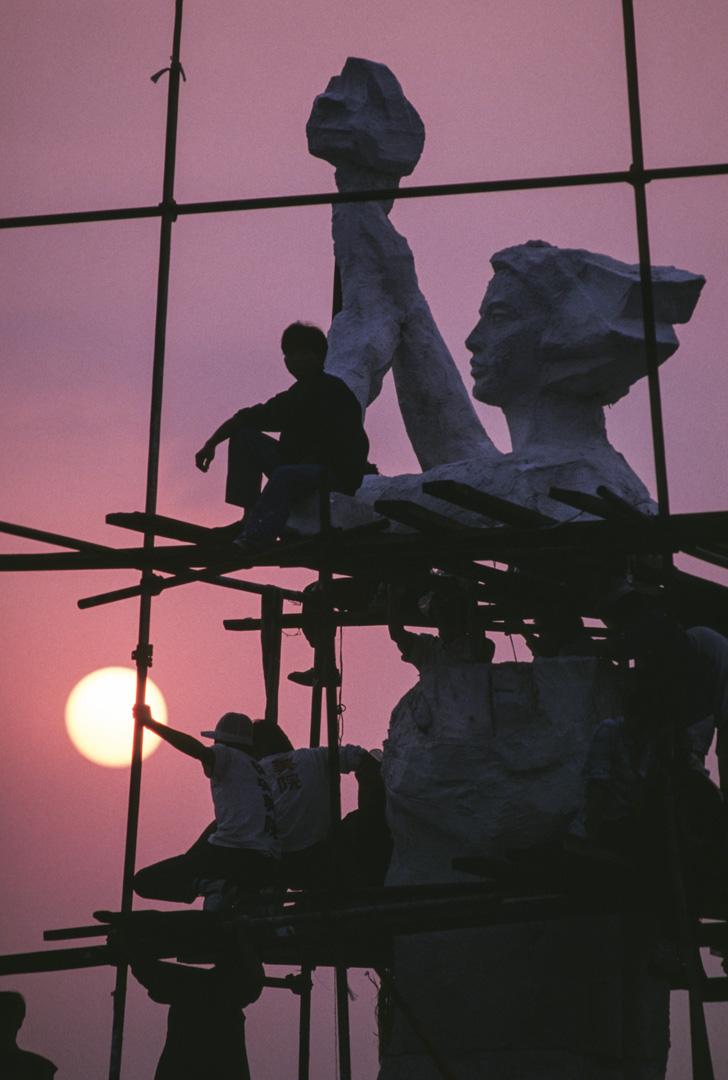 1989年,天安門運動的民主女神像。