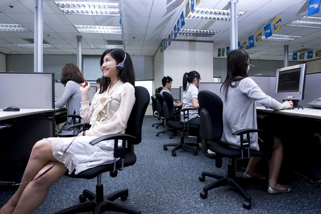 2010年5月26日,廣州一個數據處理中心的上班女士。