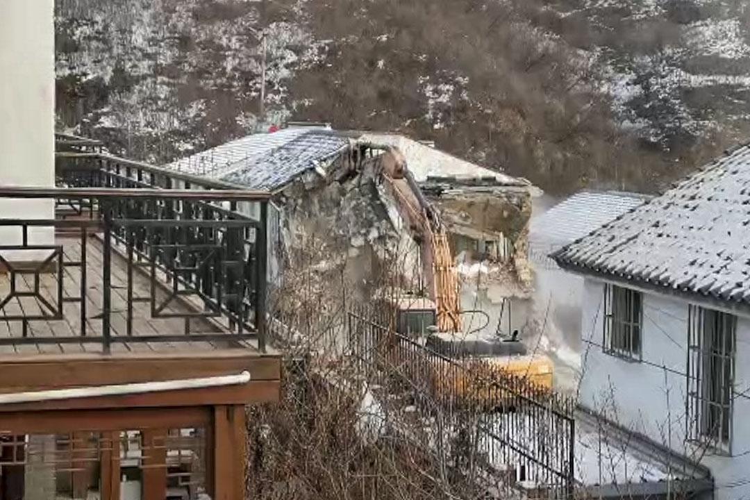 2019年12月,北京市昌平區延壽鎮上莊村杏花谷一幢樓房被拆。