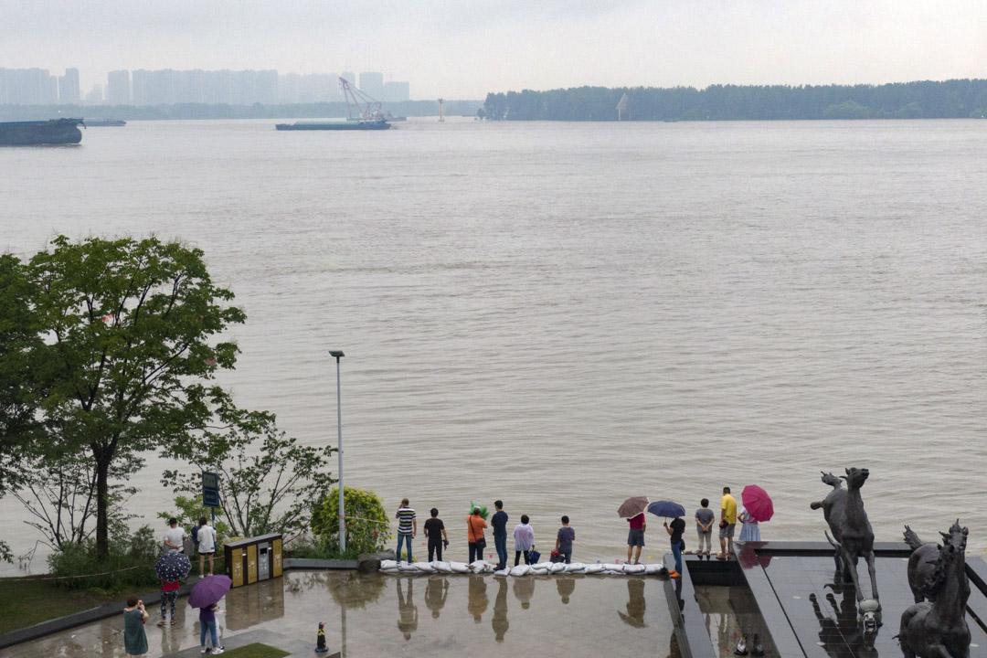 2020年7月18日,南京,長江洪水鳥瞰圖。