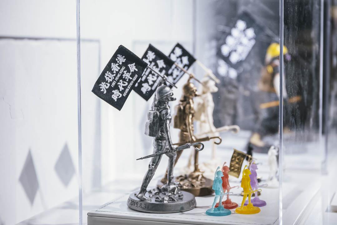 由最初12cm大小的「和理白」和「勇武銅」等不同呎碼、質地的民女在展覽中展出。