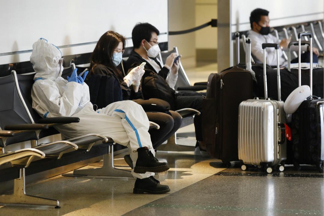 2020年5月11日,美國加州洛杉磯機場,等待回國的中國留學生。 攝:Al Seib /Getty Images