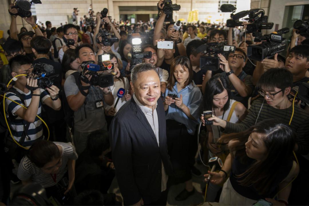 2019年4月24日,戴耀廷進入法院接受判決之前被傳媒簇擁。 攝:Vernon Yuen/Getty Images