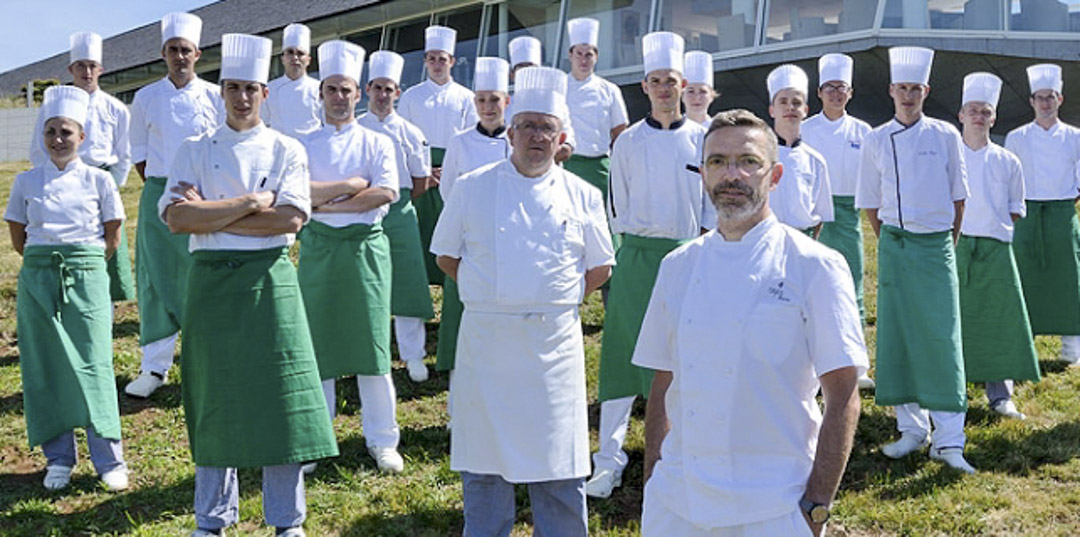 傳奇餐廳勒蘇克(Le Suquet)主廚布拉(Sébastien Bras)及團隊。