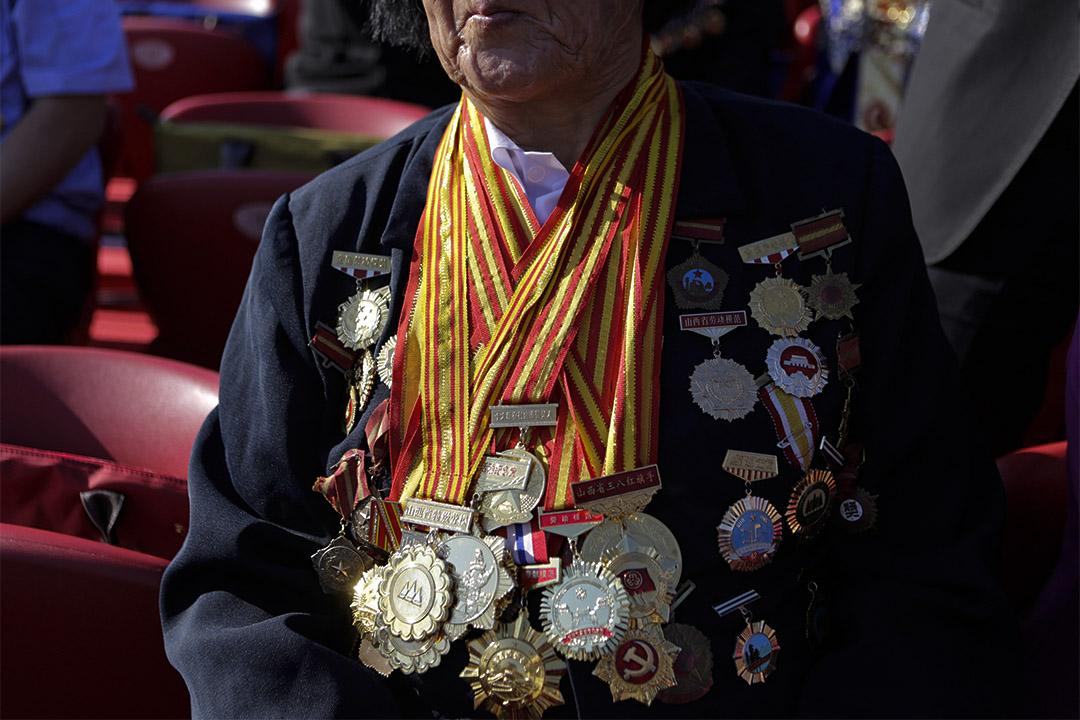 2015年9月3日北京,申紀蘭身上戴著徽章和獎章在紀念第二次世界大戰結束70週年的閱兵現場。