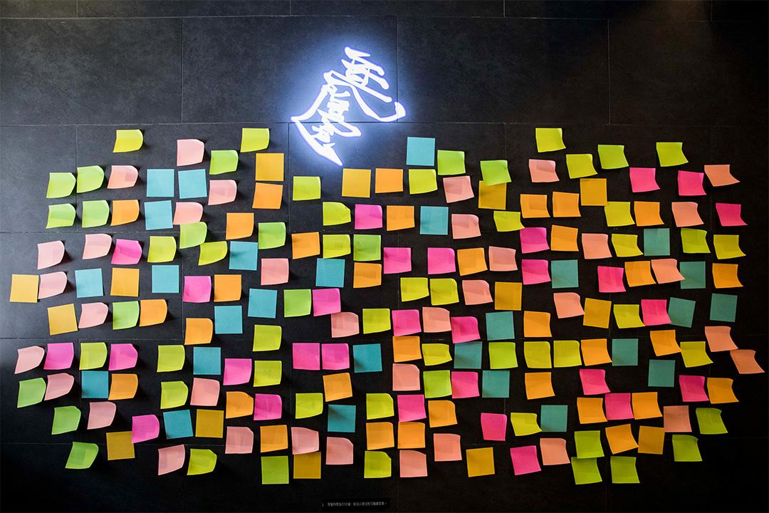 銅鑼灣一間「黃店」食肆No Boundary的連儂牆。 攝:陳焯煇/端傳媒