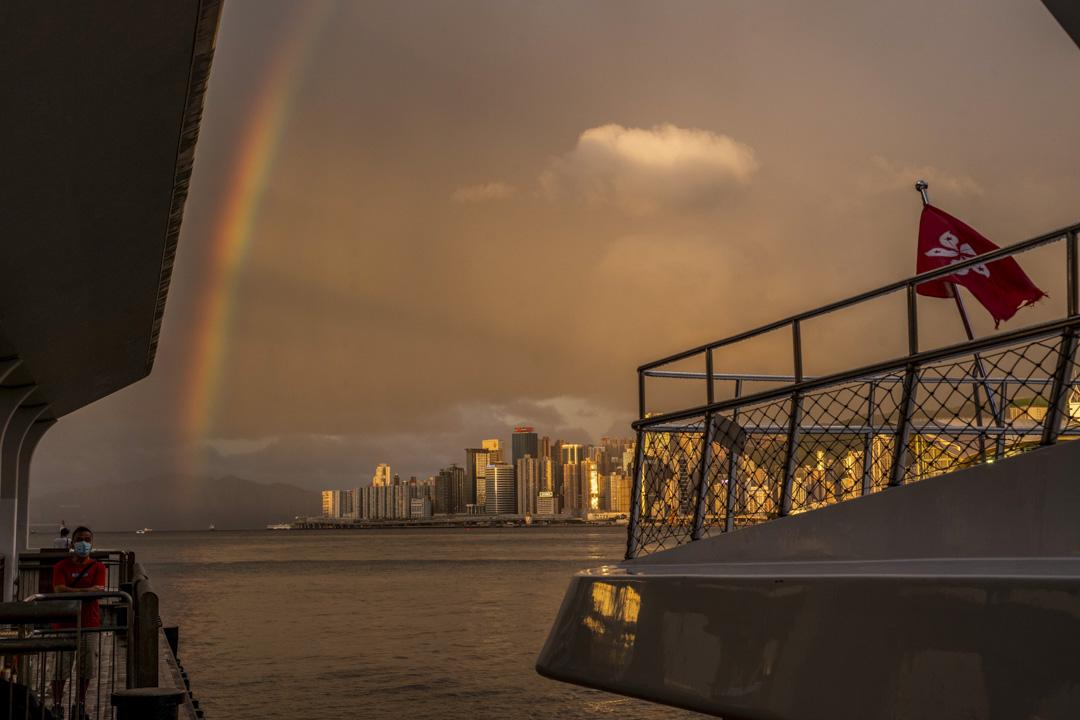 2020年6月16日,香港維港出現一道彩虹。 攝:林振東/端傳媒