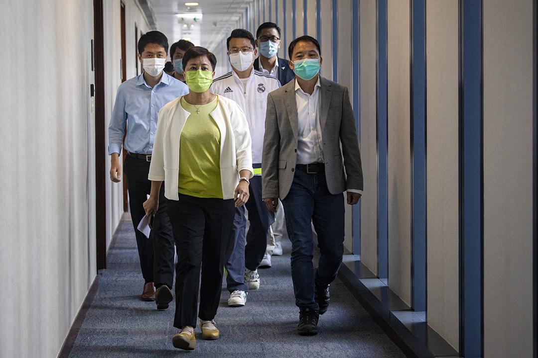 2020年7月14日,民主黨召開記者會,出戰九龍西民主派初選的黃碧雲承認落敗並棄選立法會選舉。