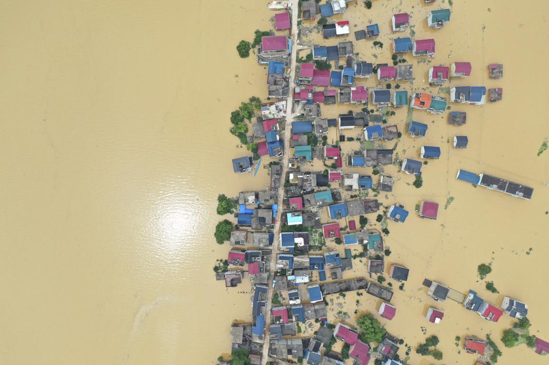 2020年7月11日,江西一個村莊被長江的洪水淹沒。