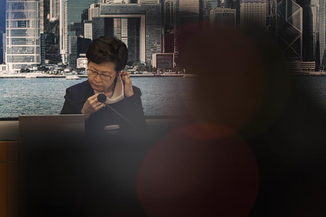 2020年7月31日,香港特首林鄭月娥宣佈引用《緊急法》,將原定9月6日舉行的立法會換屆選舉押後一年。 攝:陳焯煇 / 端傳媒