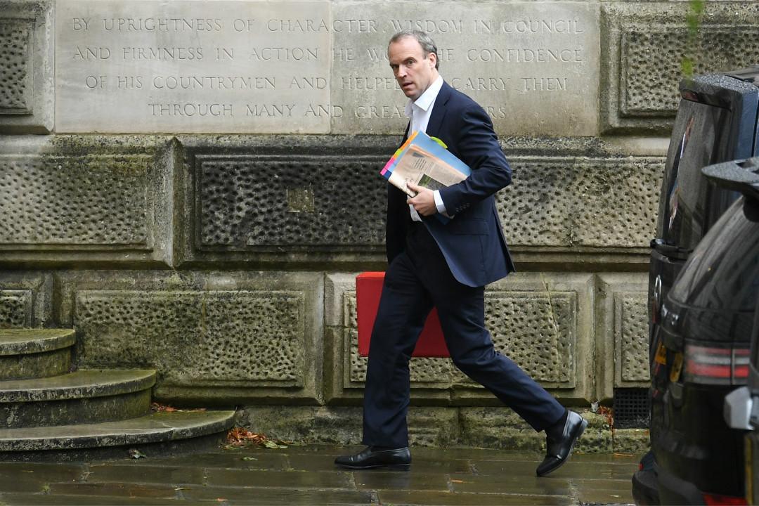 2020年7月8日,英國外交大臣藍韜文(Dominic Raab)抵達外交和聯邦事務部。 攝:Leon Neal/Getty Images