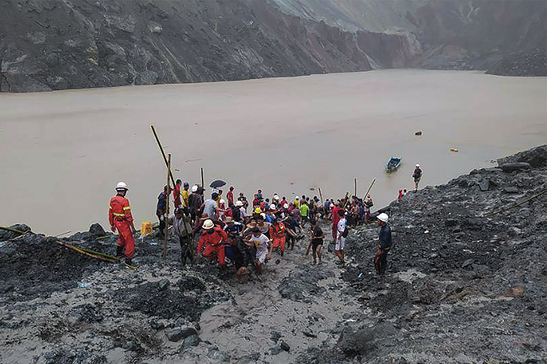 2020年7月2日緬甸,救援人員在緬甸北部克欽邦帕敢地區的一個玉礦場搜救。