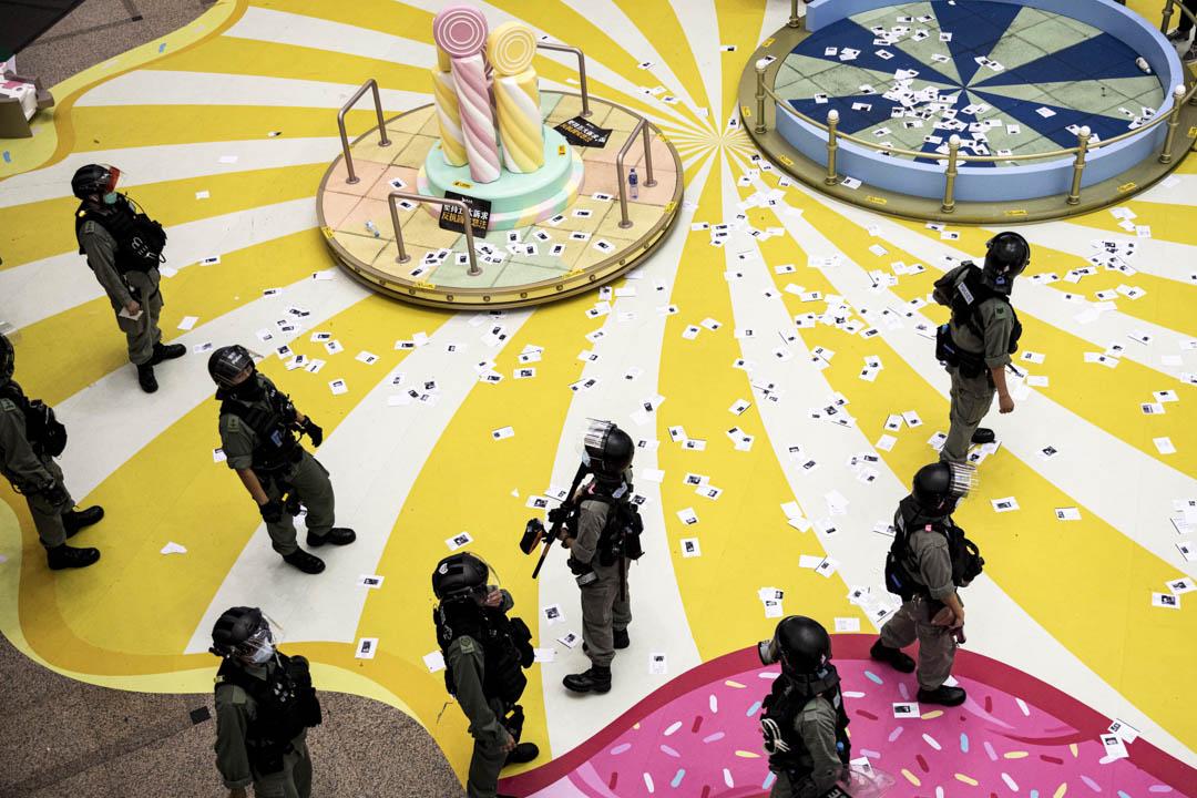 2020年7月1日,防暴警察進入時代廣場。