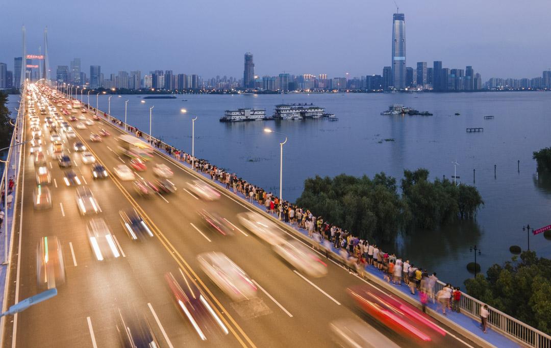 2020年7月13日,湖北省武漢,船在長江的武漢段航行。