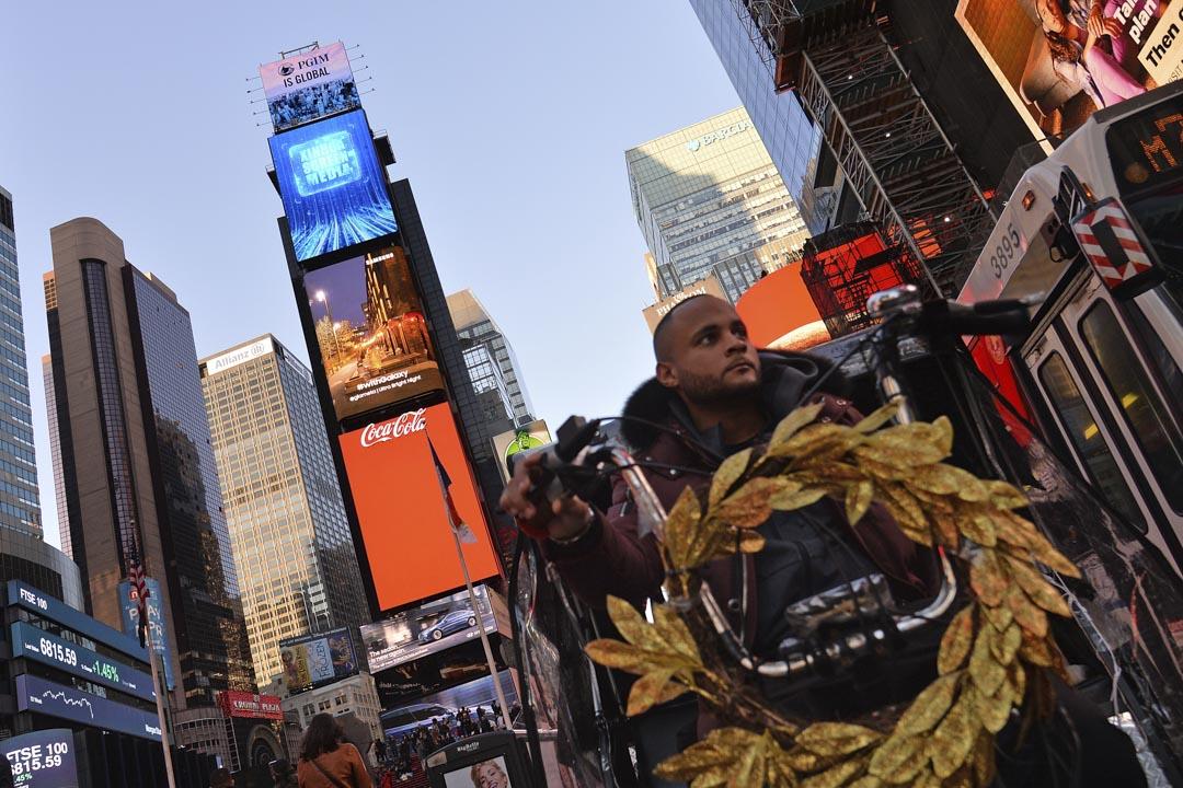 2020年3月4日 ,紐約時代廣場大樓上的廣告牌播放著新華社廣告。