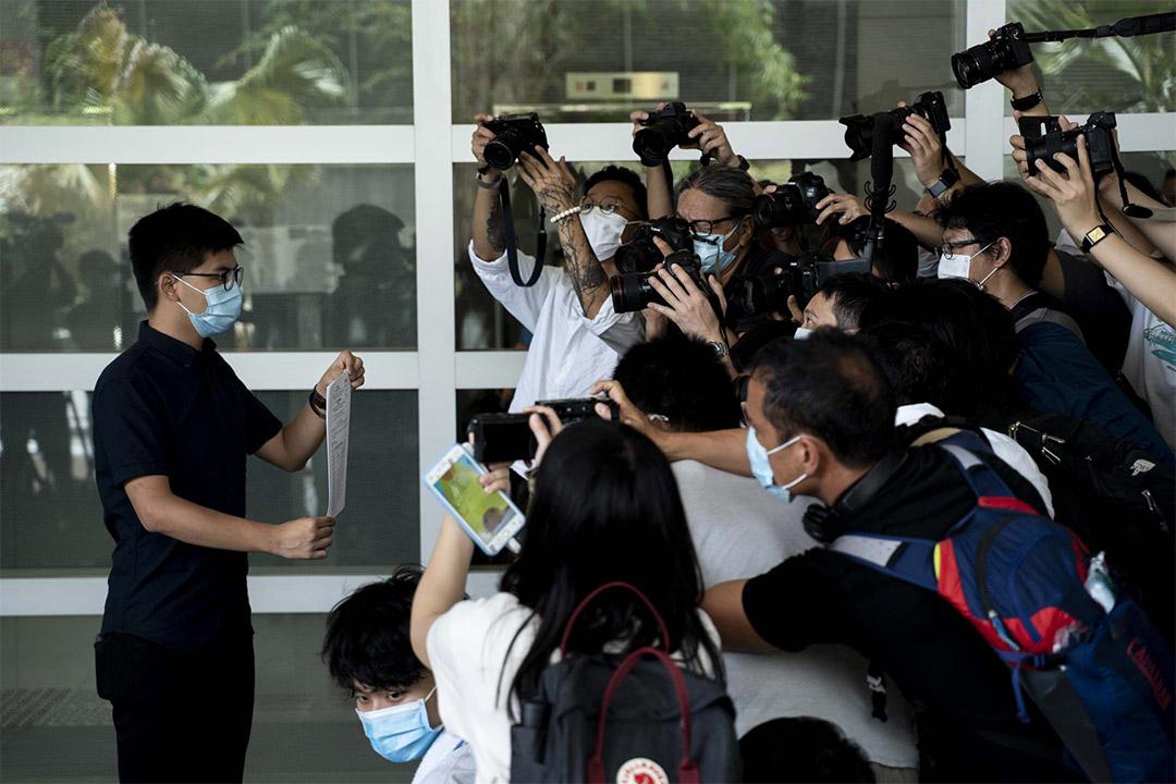2020年7月20日,黃之鋒報名參選立法會選舉九龍東地區直選。 攝:林振東/端傳媒