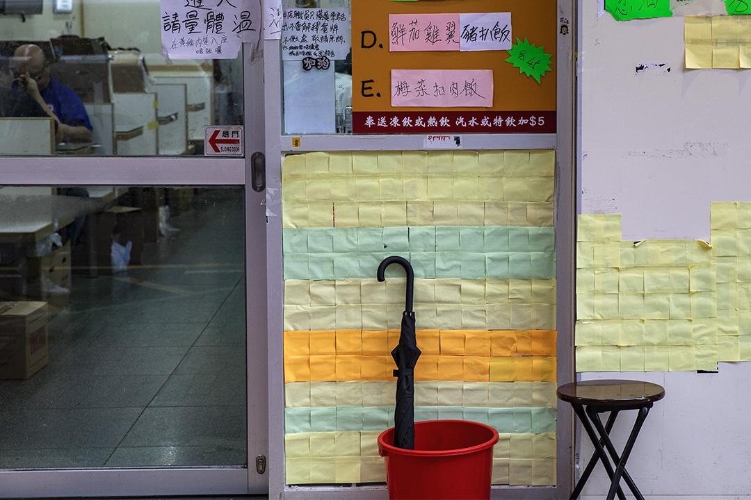 旺角「黃店」光榮冰室外的連儂牆。