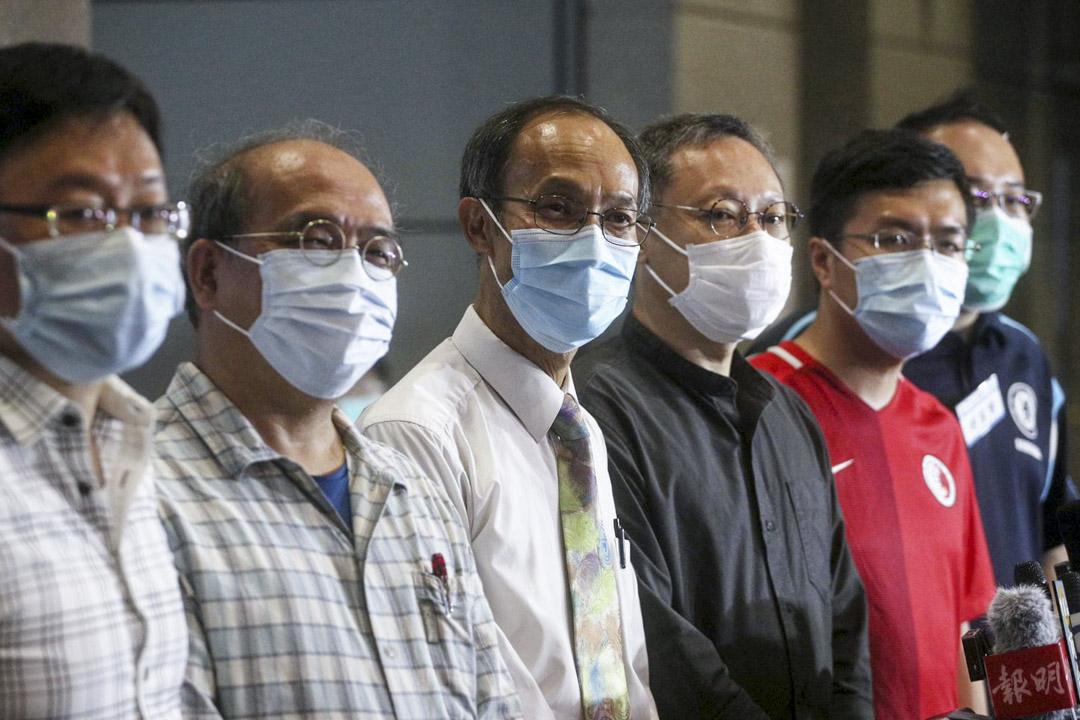 2020年7月12日,陳家洛、鍾劍華、鍾庭耀、戴耀廷、區諾軒與趙家賢在香港民意研究所回應記者問題。