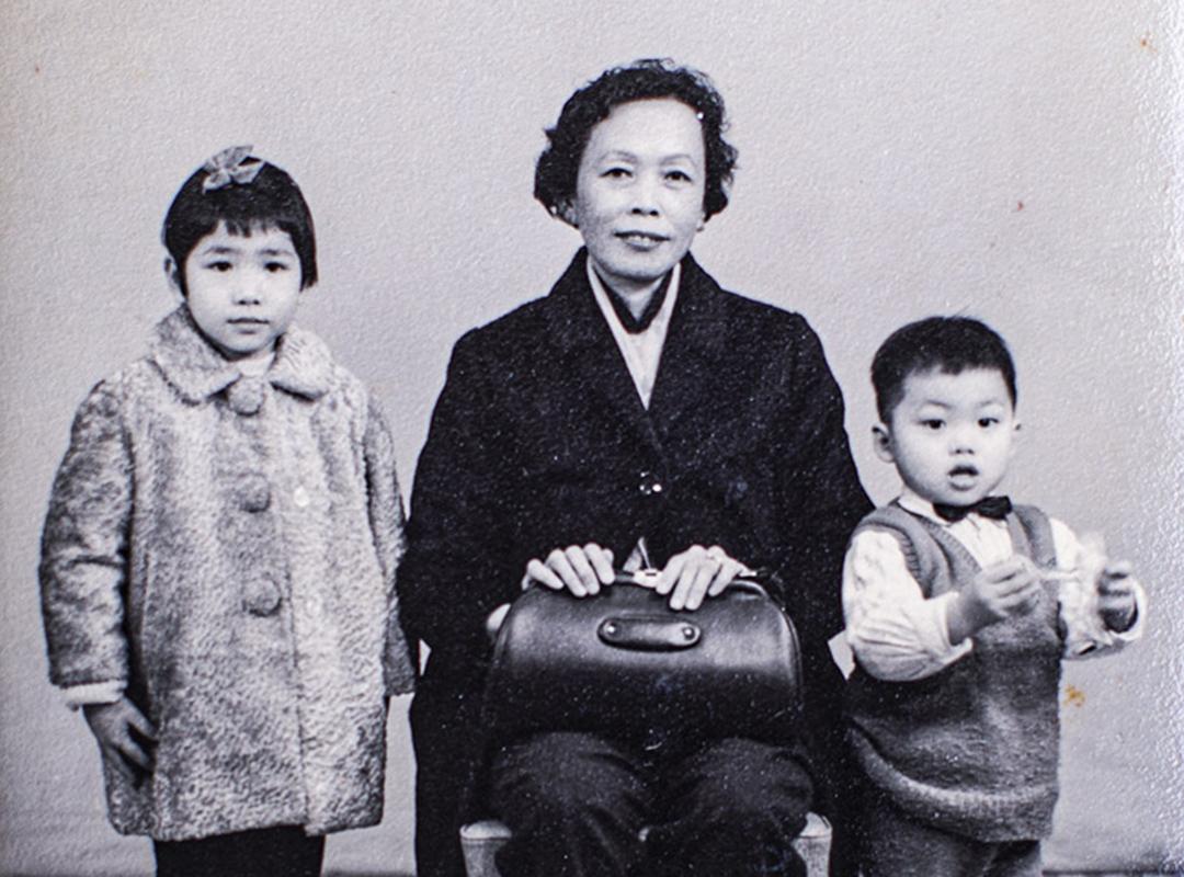 邢福增教授和他的母親。