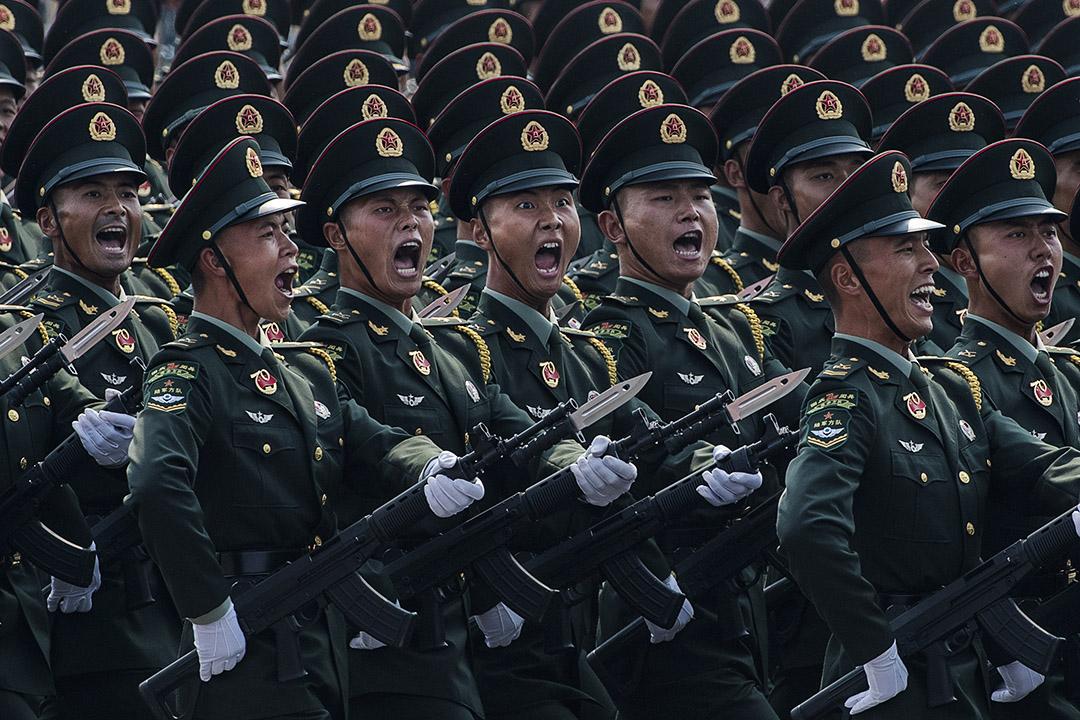 2019年10月1日北京,為慶祝中華人民共和國成立70週年,中國士兵在天安門廣場閲兵儀式上。