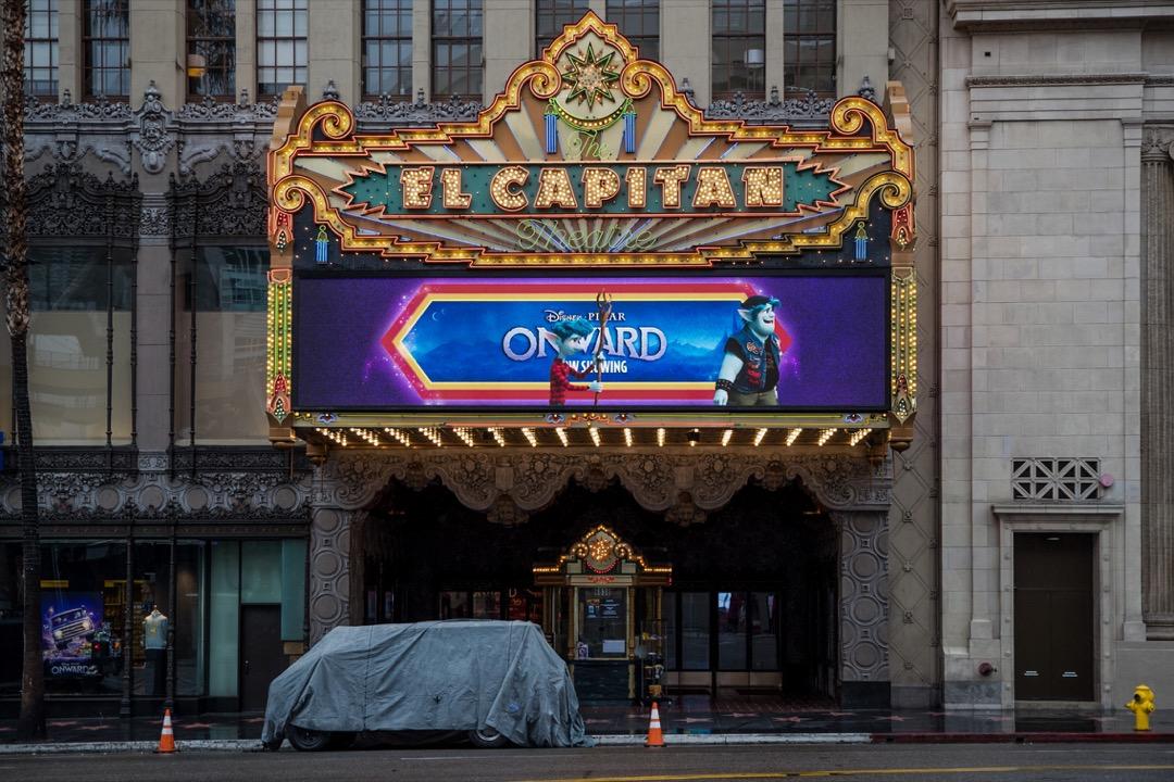 2020年3月13日,美國加州好萊塢一家因疫情而停業的戲院。