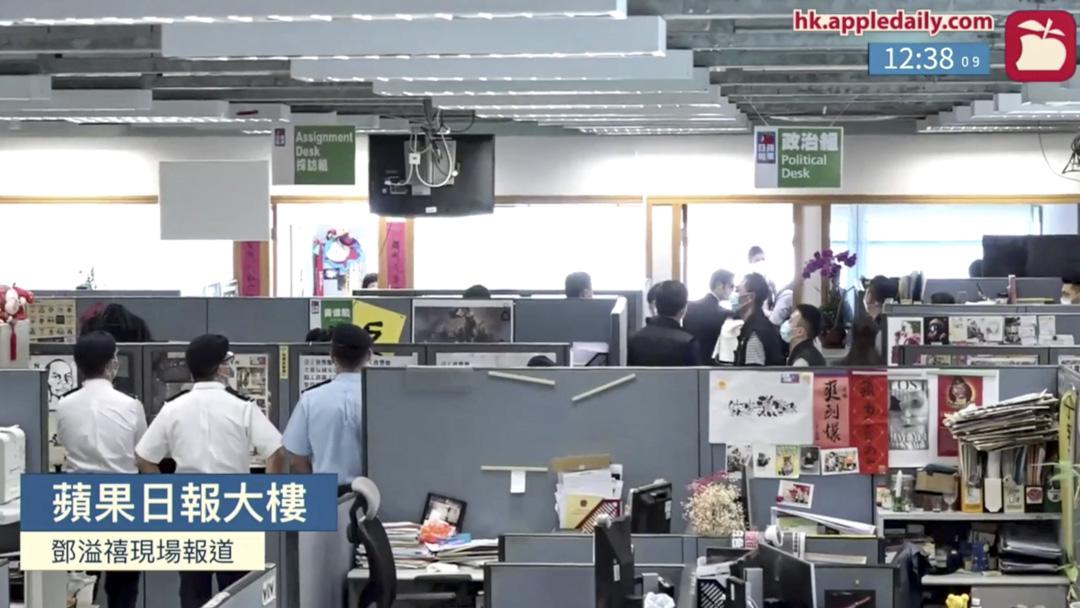 香港警方在《蘋果日報》所在的壹傳媒集團大樓搜捕8小時。