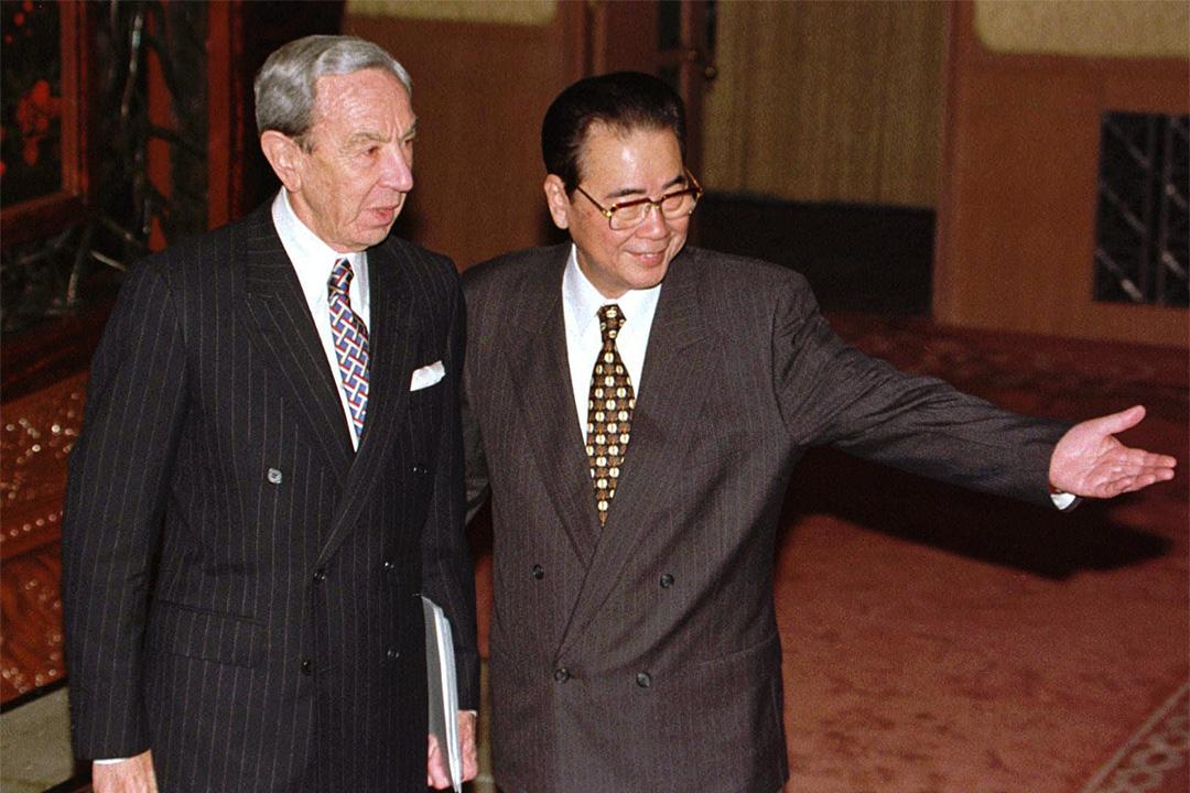 1996年11月20日,中國國務院總理李鵬與美國國務卿克里斯多福(Warren Christopher)在北京人民大會堂會談。