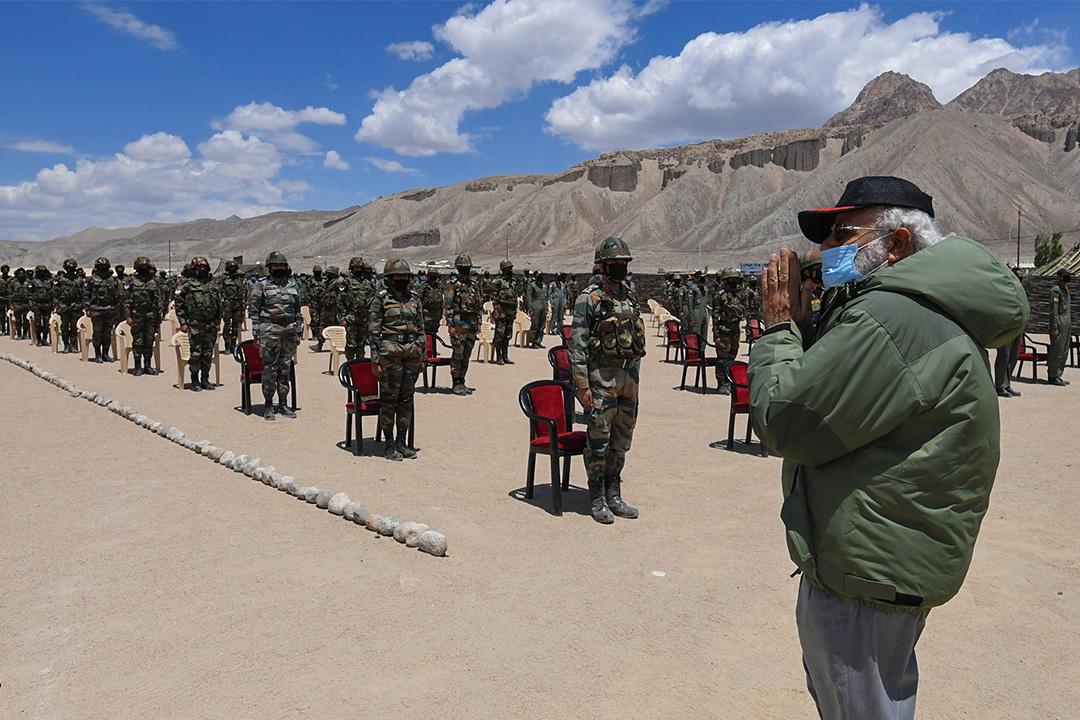 2020年7月3日印度拉達克,印度總理納倫德拉·莫迪探訪拉達克的印度軍隊。