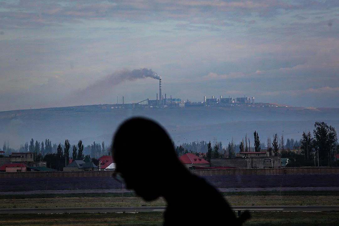2017年6月30日新疆維吾爾自治區伊犁哈薩克自治州伊寧機場,一間工廠在生產。