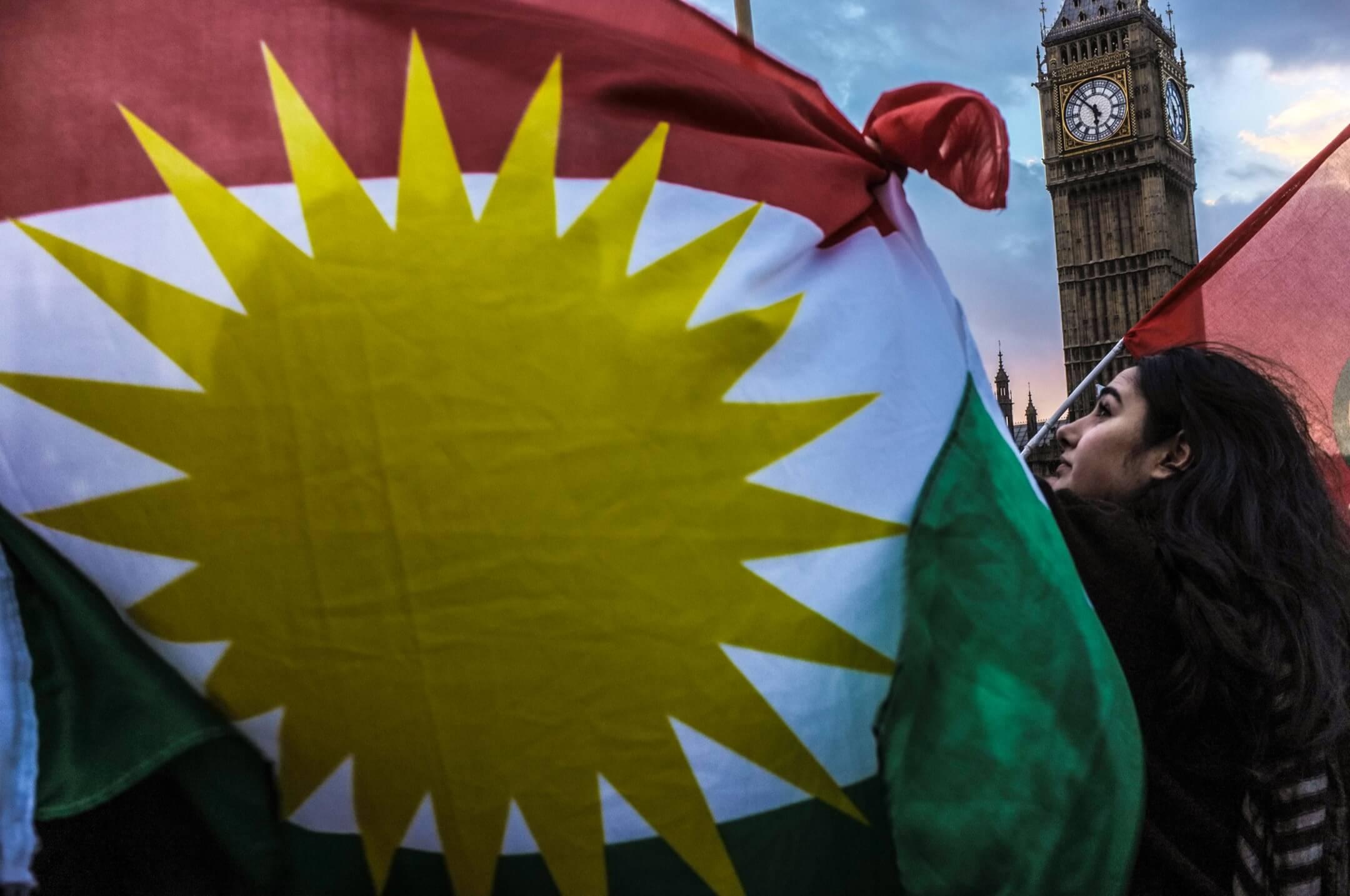 2014年10月,庫爾德示威者在倫敦國會廣場上抗議自稱「伊斯蘭國」恐怖組織入侵敘利亞北部。 攝:Jay Shaw Baker/NurPhoto via Getty Images