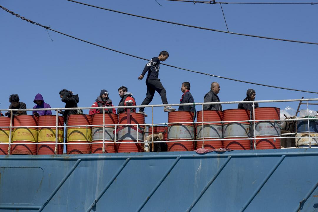 船上最年輕的小王,20出頭,第一次出海,合同簽了兩年。
