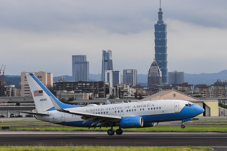 2020年8月9日,美國衛生及公共服務部部長亞歷克斯·阿薩爾(Alex Azar)到達台北松山機場。