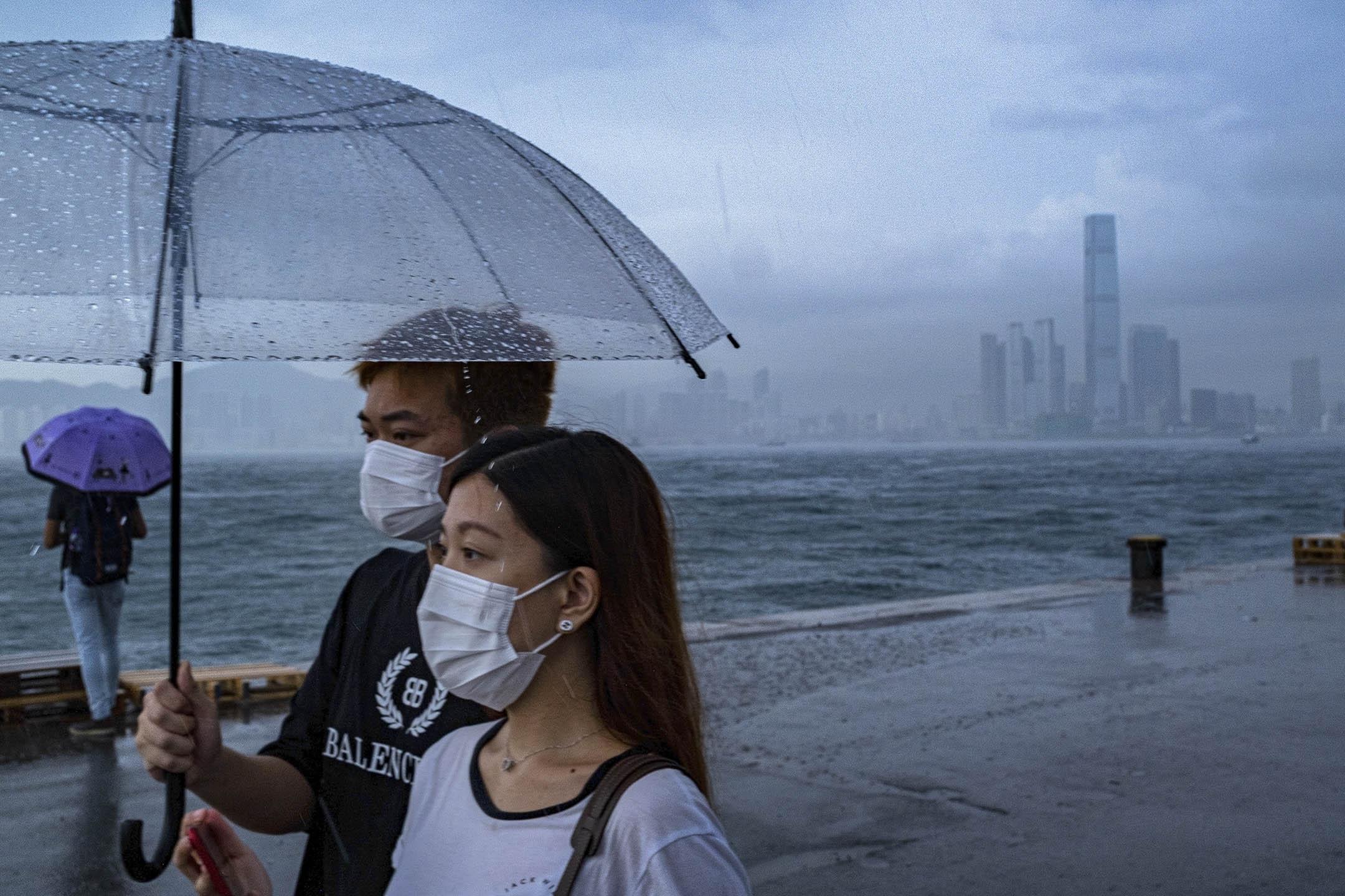 2020年6月22日,市民在西環碼頭看海。 攝:陳焯煇/端傳媒