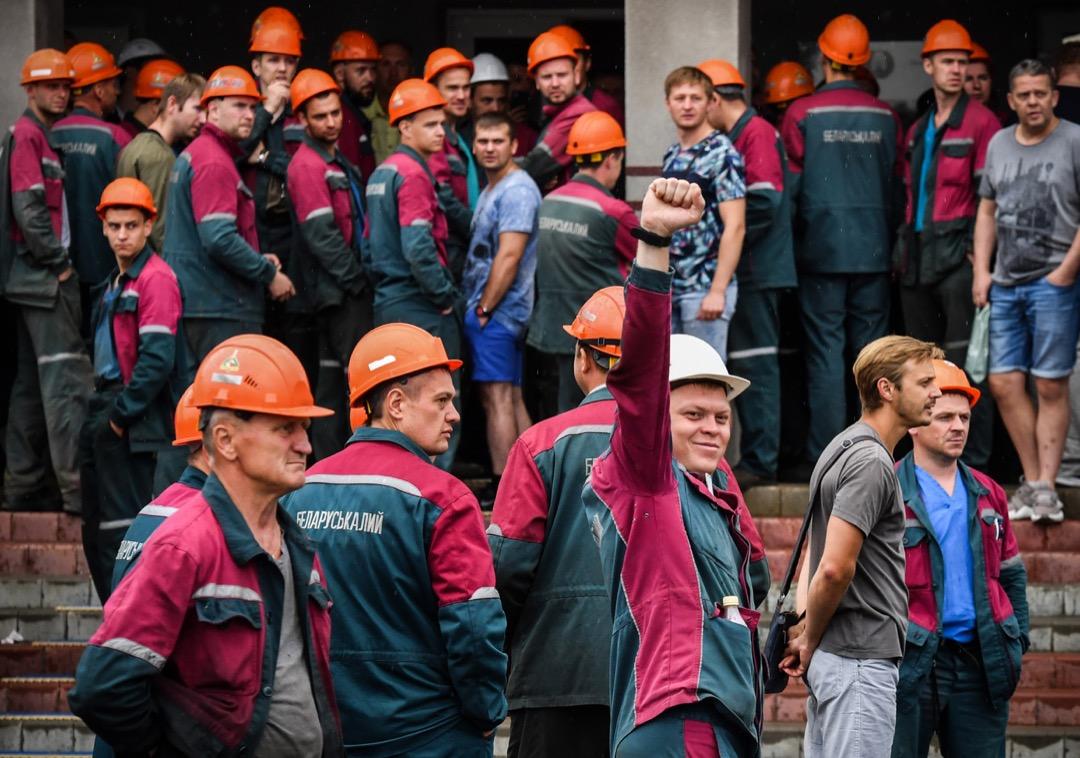 2020年8月18日,白羅斯首都明斯克,當地大型肥料廠的員工發動罷工,要求釋放被捕示威者、總統盧卡申科下台以及重新舉行受國際獨立監察的選舉。
