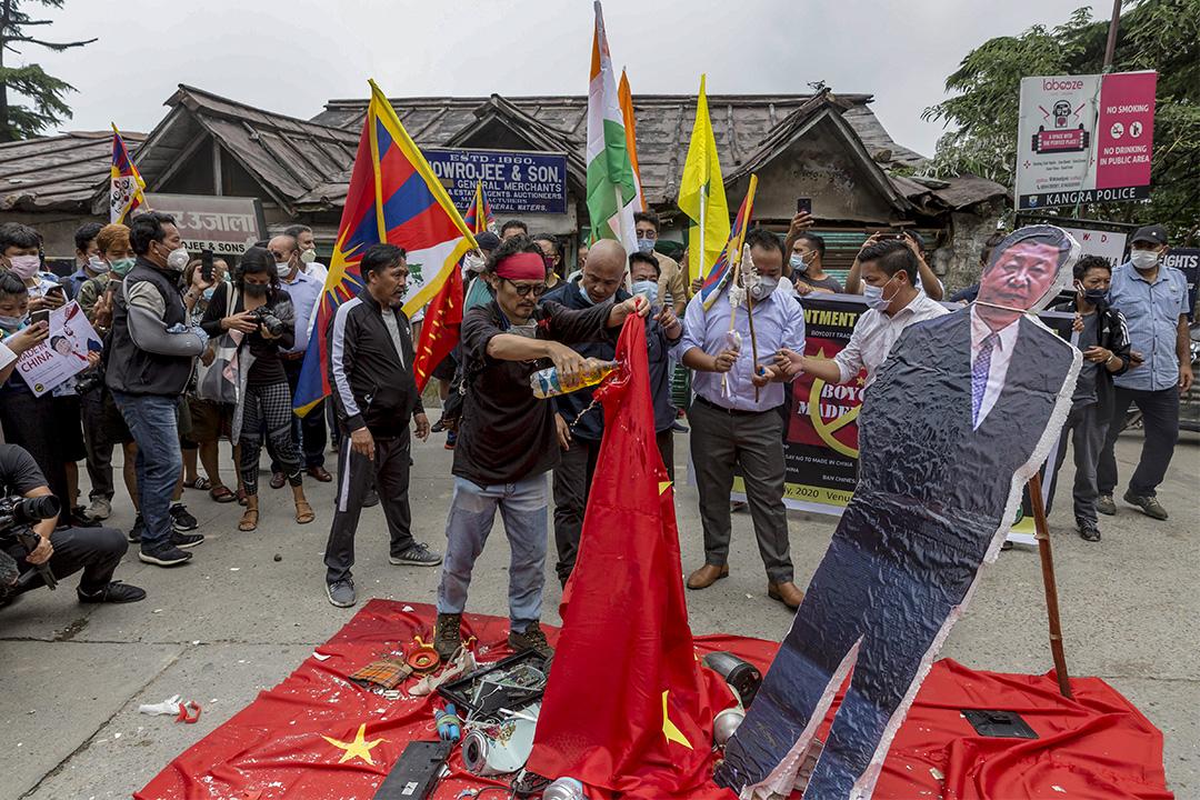 2020年7月10日印度達姆薩拉,示威者在街頭抗議抵制中國商品。