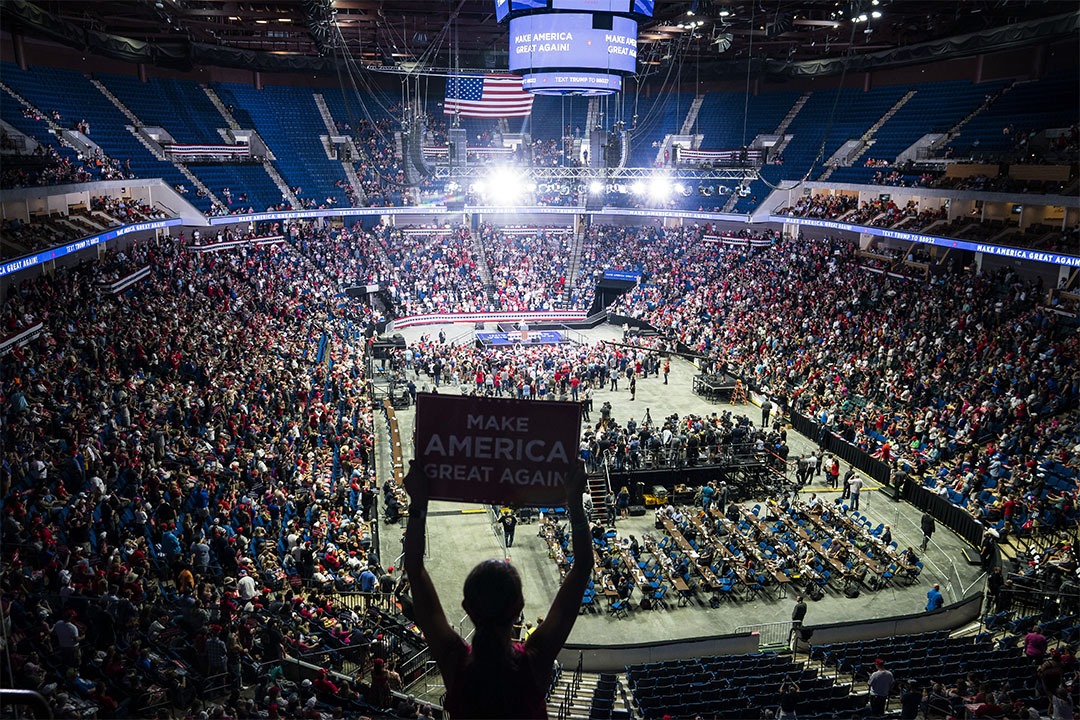 """2020年6月20日俄克拉何馬州塔爾薩市,總統特朗普支持者在""""使美國再次偉大""""競選集會。"""