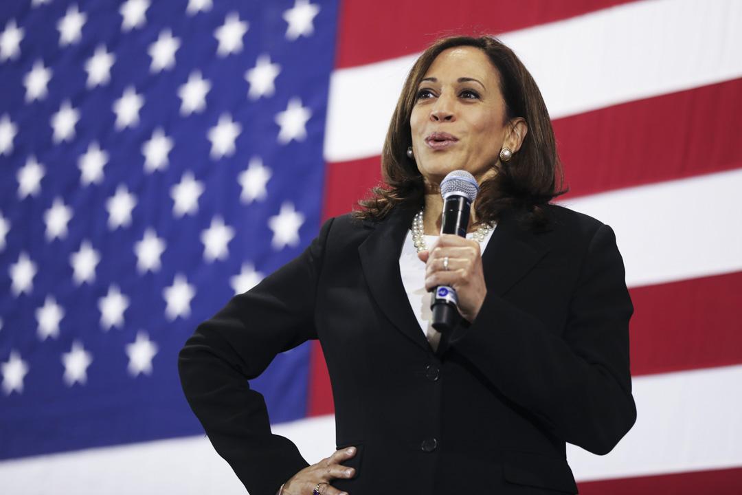 2020年8月11日,美國民主黨總統參選人拜登宣布,加州女參議員賀錦麗(Kamala Harris)為其總統大選的副總統競選拍檔。她是首名獲主要政黨提名參加總統選舉的黑人女性。 攝: Spencer Platt/Getty Images