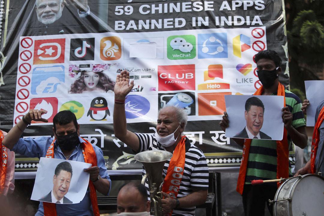 2020年7月1日印度,一場抗議活動中示威者高喊口號,反對中國國家主席習近平。
