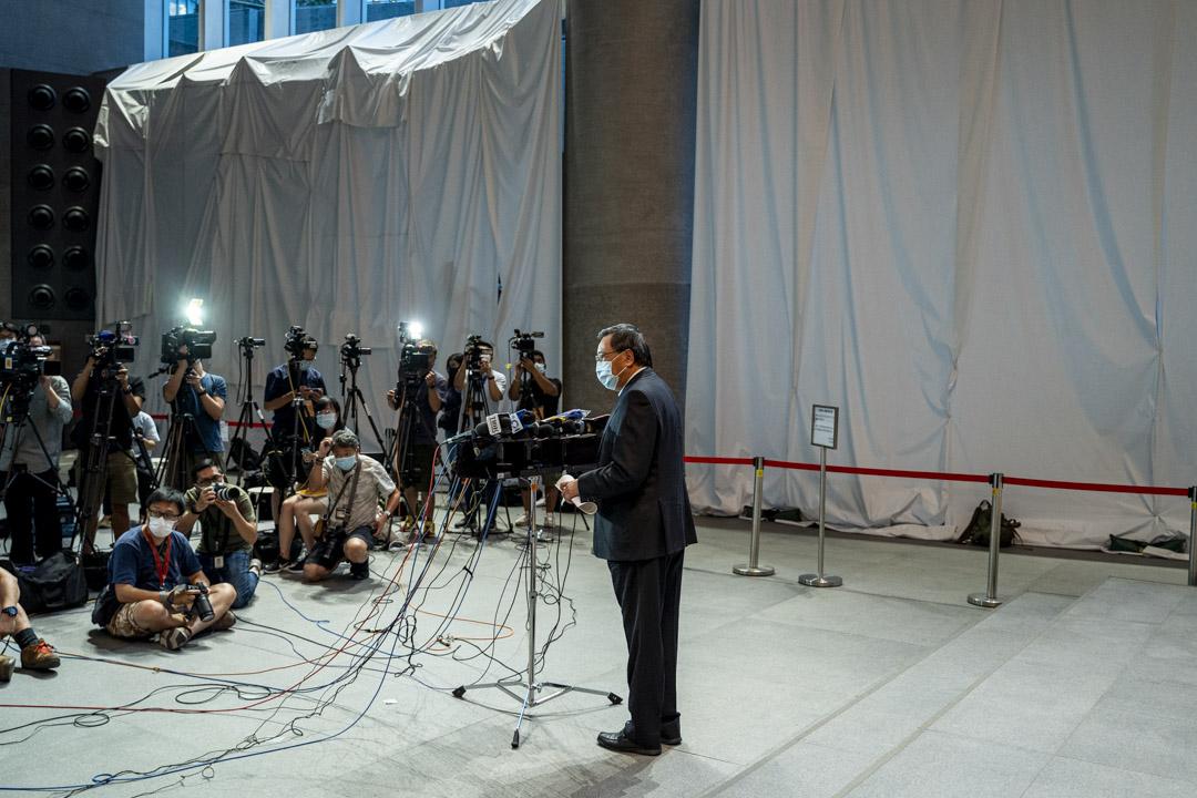 2020年8月11日,立法會主席梁君彥在立法會大樓地下大堂會見記者。 攝:林振東 / 端傳媒