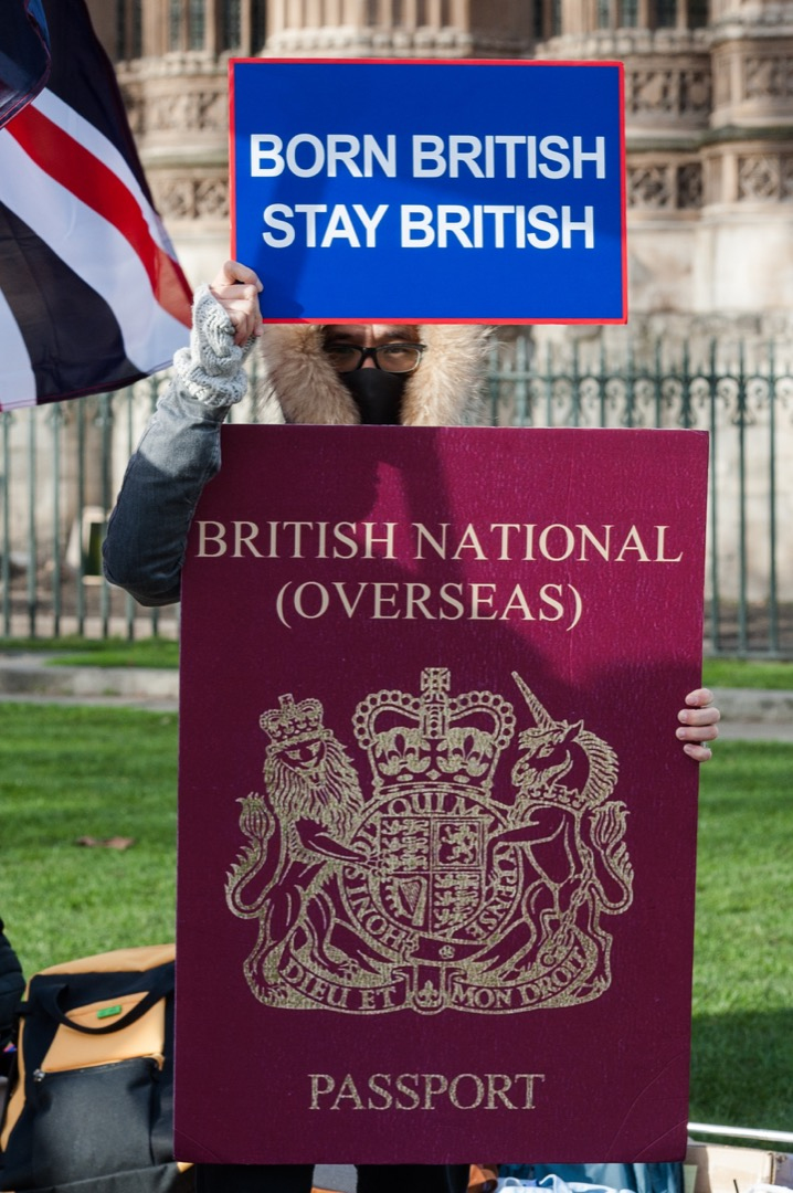 2020年1月29日,一群香港人在英國倫敦的國會大樓外示威,要求擴大BNO持有者的權利,包括給予BNO持有者居英權。