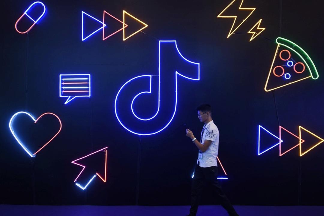 抖音在一個科技博覽中的攤位。 攝:Costfoto/Barcroft Media via Getty Images