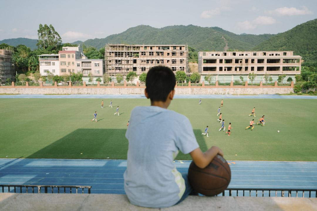 2016年6月3日,廣東梅州一間足球學校的一名從新疆招募的維吾爾族學生。 攝:Yuyang Liu/Getty Images