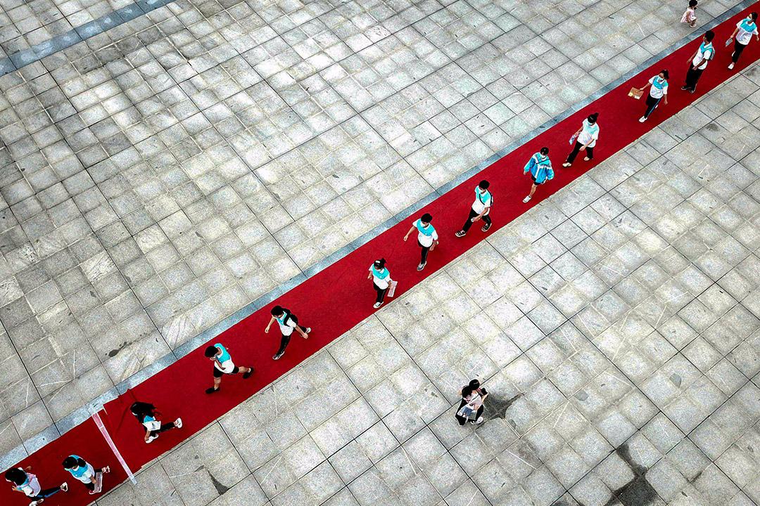 2020年7月7日中國貴州,考生隆重走進高考的考場。 攝:Wang Bingzhen/VCG via Getty Images